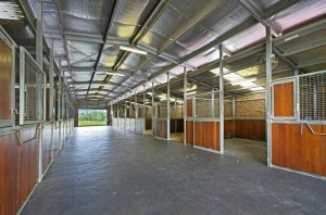 Lustrelodge-stables